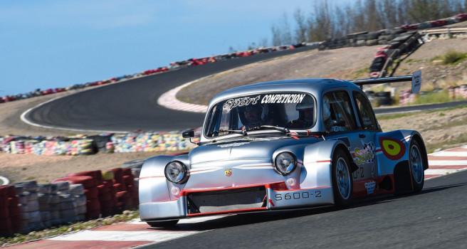 Willy Padrón toma el volante del Seat 600 JTR