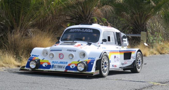 Armide Martín se pone al volante del Seat 600 JM25